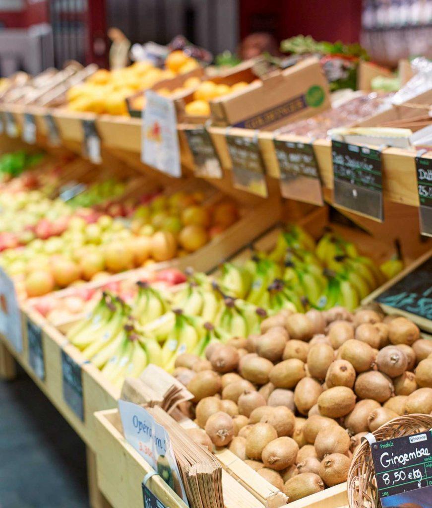 Mise en rayon des légumes et fruits