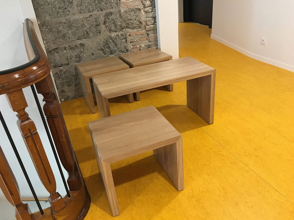 table et chaise rectangulaire en bois