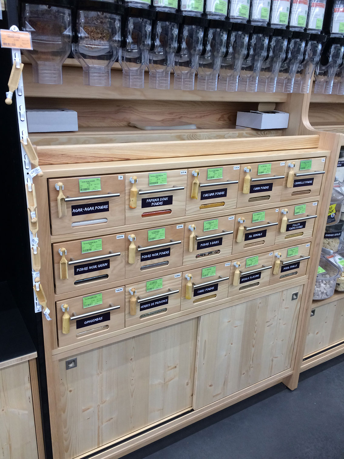 Meubles bois pour vente de produits en vrac bio cr ation for Meubles en vrac liquidation