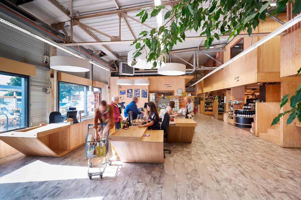 Un espace ergonomique, en bois avec une notion de plaisir